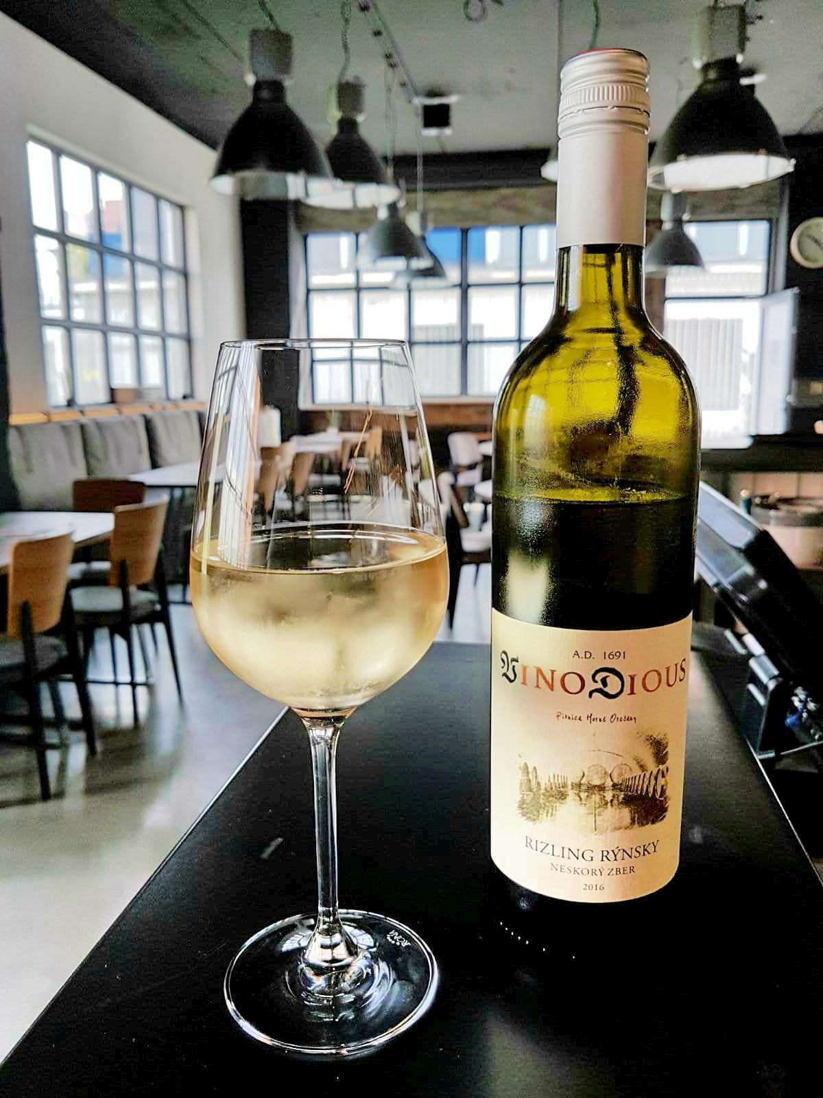 Kvalitná ponuka vín od lokálneho vinárstva VINO DIOUS, Horné Orešany